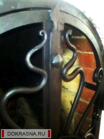Кованые дверцы камина, п. Воейково